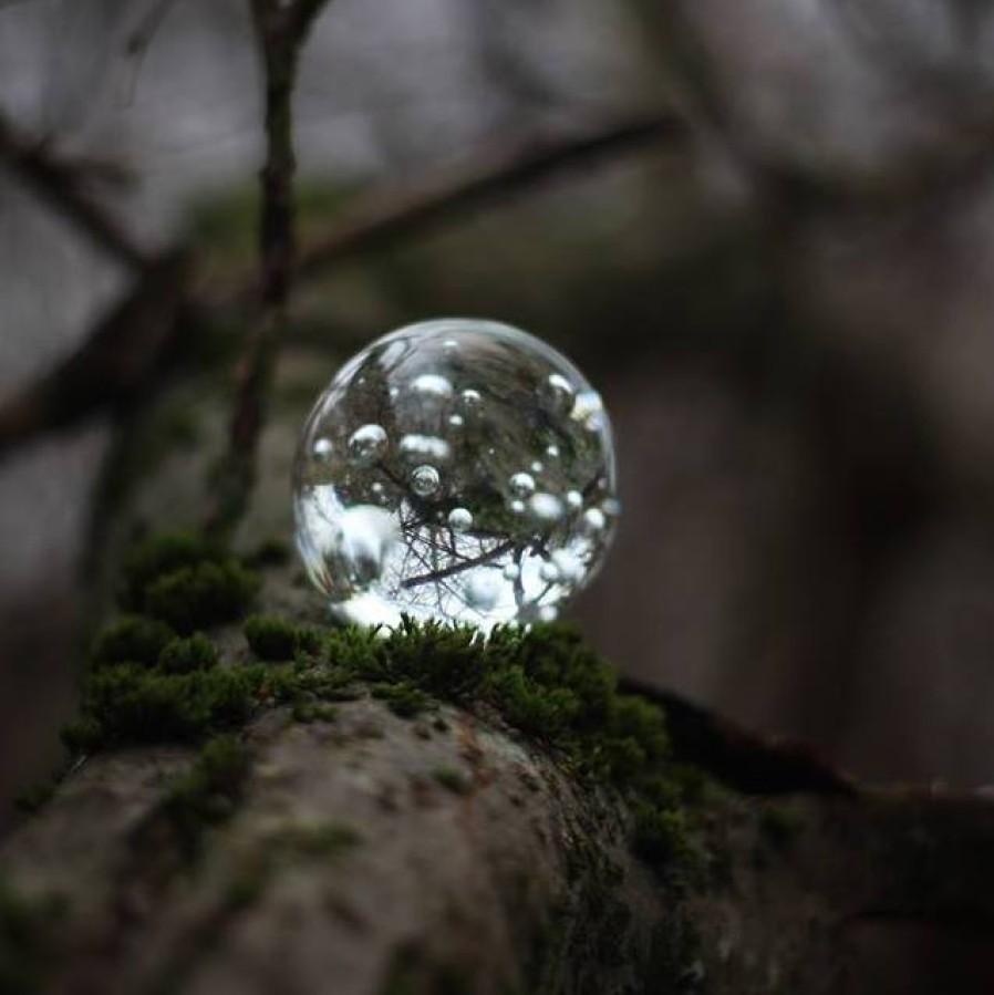 Skaidraus stiklo burbulas – popieriaus prispaudėjas