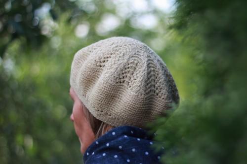 Megzta plonos vilnos pavasarinė kepurė