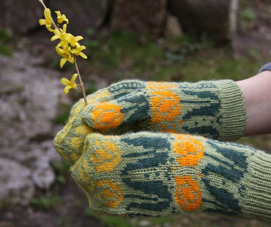 """Šiltos, kumštinės, vilnonės pirštinės su gėlių ornamentais """"Geltonos tulpės"""""""