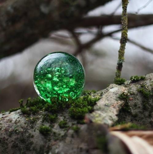 Skaidrus žalio stiklo  popieriaus prispaudėjas