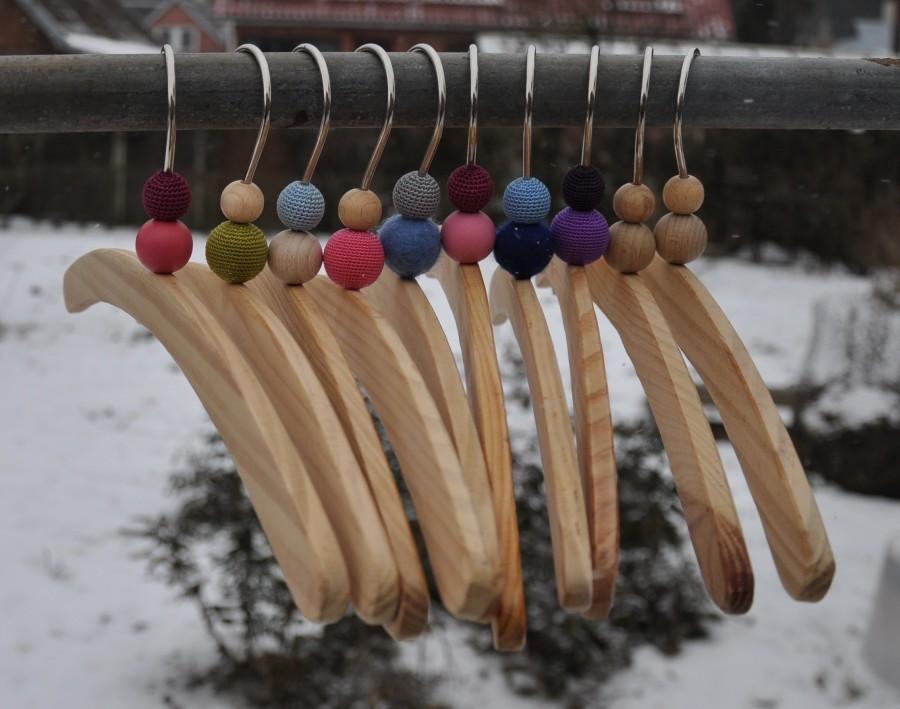 Medinės pakabėlės vaikiškiems rūbams