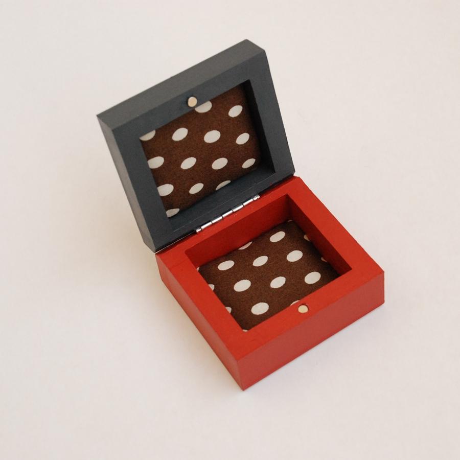 """Labai maža medinė dėžutė """"Raudona"""" (box-18)"""
